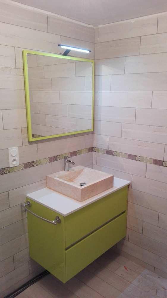 Salle de bain, verte, vasque en pierre