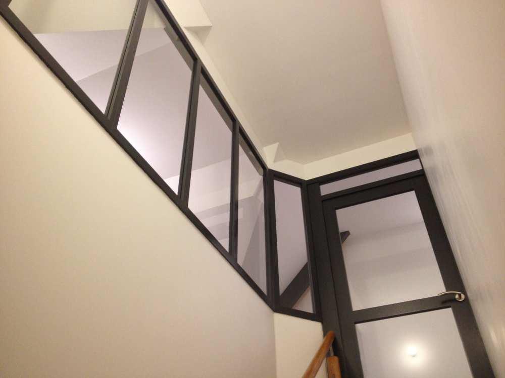 Cloisonnement cage d'escalier, porte battante, verrière