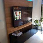 Meuble TV noir brillant, panneau décoratif bois et led RGB