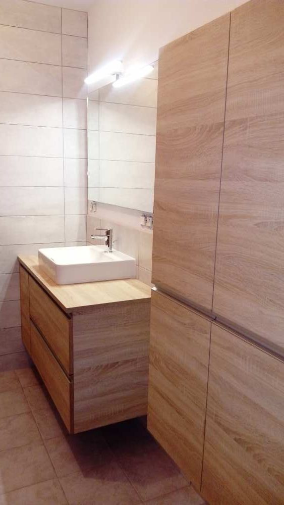 Salle de bain décor bois, vasque à poser.